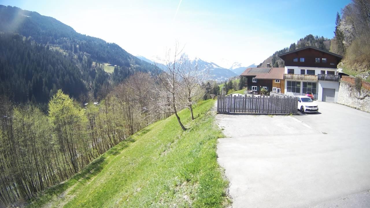 Westblick vom Haus Silberberg talauswärts zur Tschaggunser Mittagsspitze und den 3 Türmen