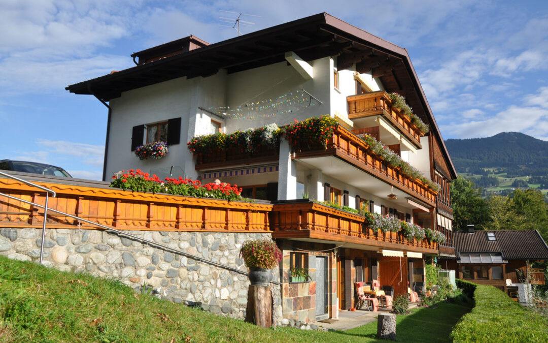 Ferienwohnungen Garten im Gästehaus Rundblick
