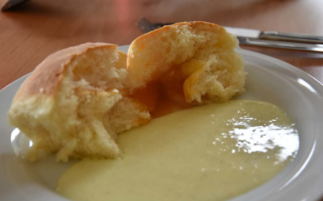 Rezept: Buchteln mit selbst gemachter Vanillesauce